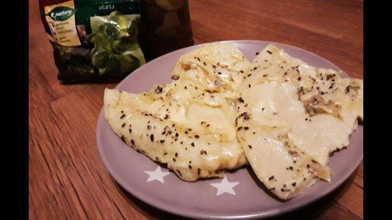 Omlet z bazylią i serem żółtym