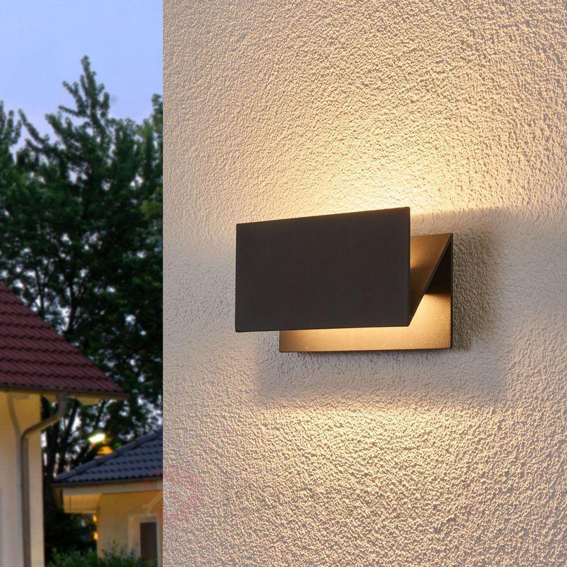 Oświetlenie zewnętrzne domu – jak je najlepiej zaplanować?