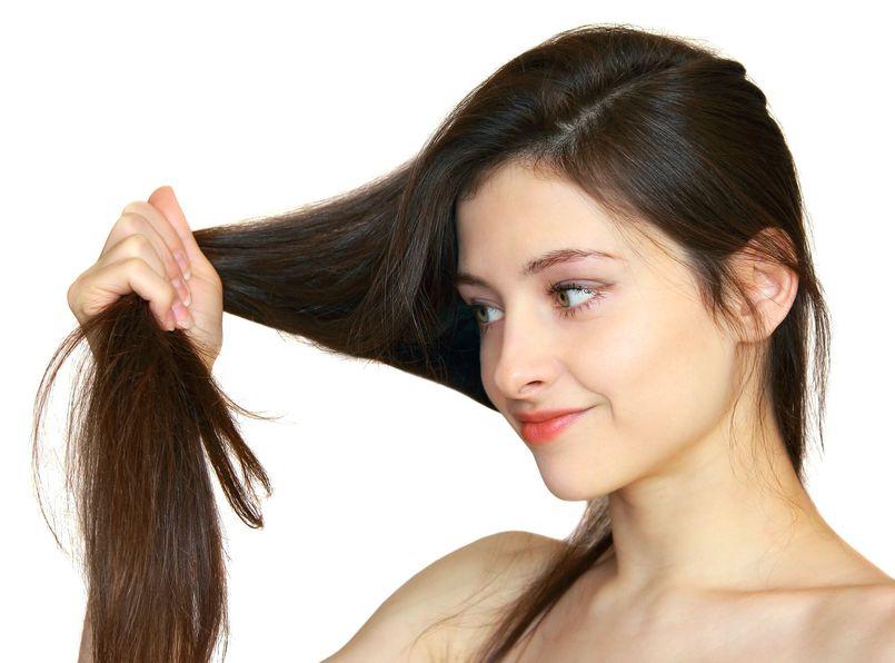 Zabiegi, które negatywnie wpływają na stan naszych włosów